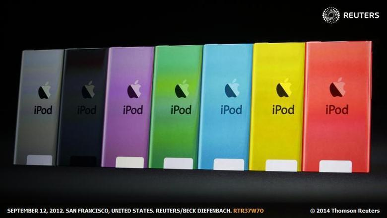 The different colours available for the iPod Touch presented during Apple Inc.'s iPhone media event in San Francisco, California September 12, 2012. REUTERS/Beck Diefenbach