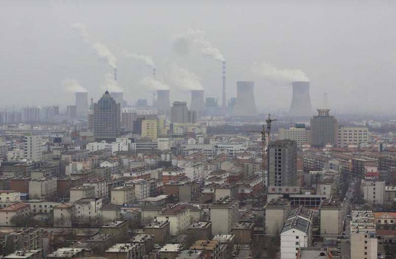 Smoke rises from chimneys on a hazy day in Dezhou, Shandong province, March 12, 2014. REUTERS/Stringer
