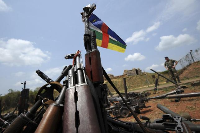A Central African Republic flag is seen on a gun, which is diplayed among other arms confiscated from ex-Seleka rebels and ''anti-balaka'' militia by the French military of Operation Sangaris at a French military base in Bangui on February 28, 2014. REUTERS/Sia Kambou/Pool
