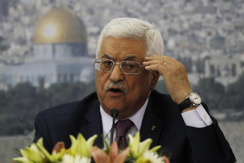 Palestinian President Mahmoud Abbas speaks during a meeting with Israeli students in the West Bank city of Ramallah February 16, 2014. REUTERS/Mohamad Torokman