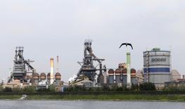 Uma usina da siderúrgica sul-coreana, POSCO, em Pohang. O novo presidente-executivo do grupo siderúrgico sul-coreano Posco afirmou que a companhia vai reestruturar operações não ligadas à produção de aço e que não fará nenhum grande investimento para aumento de capacidade, numa mudança significativa ante a estratégia de seu antecessor. 25/07/2013 REUTERS/Lee Jae-Won