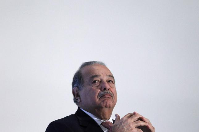 Mexican billionaire Carlos Slim attends the presentation of a digital platform to promote Mexico's natural heritage inside Soumaya museum in Mexico City December 2, 2013. REUTERS/Edgard Garrido