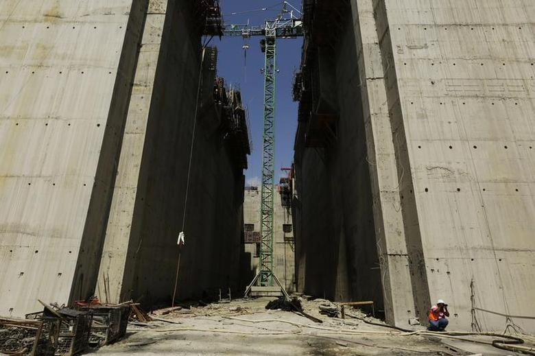 A photographer takes pictures at the Panama Canal expansion project site during an organized tour by the Panama Canal authorities in Panama City February 21, 2014. REUTERS/Carlos Jasso