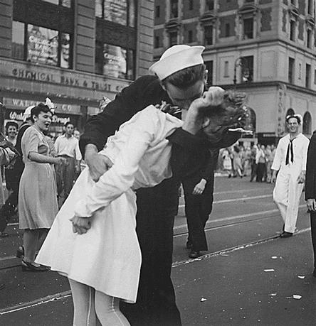 U.S. Navy sailor Glenn Edward McDuffie (L) kisses a nurse in Times Square in an impromptu moment at the close of World War Two, after the surrender of Japan was announced in New York August 14, 1945. REUTERS/Victor Jorgensen/US Navy/Handout via Reuters
