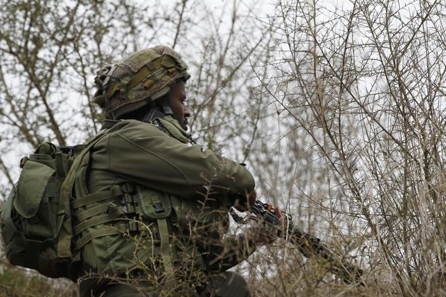 Israeli soldiers take position on the Israel-Lebanon border near the northern town of Metula December 29, 2013. REUTERS/Baz Ratner