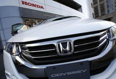 Honda va rappeler près de 900.000 véhicules de la gamme Odyssey aux Etats-Unis en raison de problèmes sur le circuit d'alimentation en carburant qui pose un risque d'incendie pour ces minivans familiaux. /Photo d'archives/REUTERS/Issei Kato