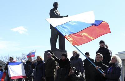 U.S., EU set sanctions as Putin recognizes Crimea...