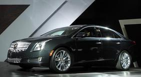 O Cadillac 2013 XTS no Salão do Automóvel de Los Angeles, em Los Angeles. A General Motors gastará 300 milhões de dólares para cobrir os custos relacionados com interruptores de ignição defeituosos associados a pelo menos 12 mortes, bem como mais três recalls que anunciou na segunda-feira. 16/11/2011 REUTERS/Lucy Nicholson
