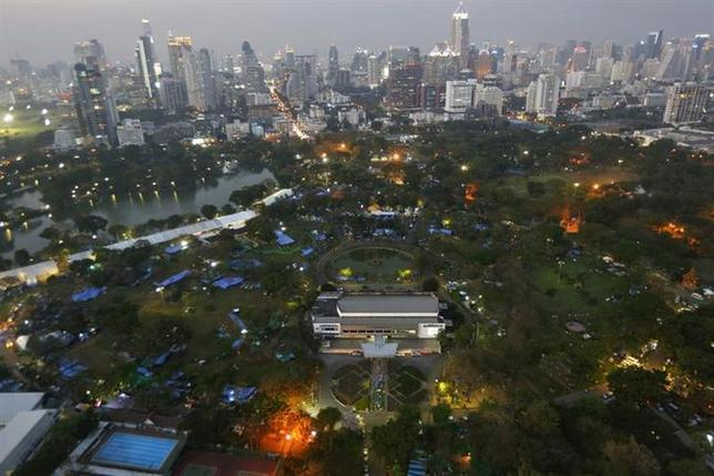 Anti-government protesters's tents are set up inside Lumpini Park, the main protest site in Bangkok March 4, 2014. REUTERS/Damir Sagolj