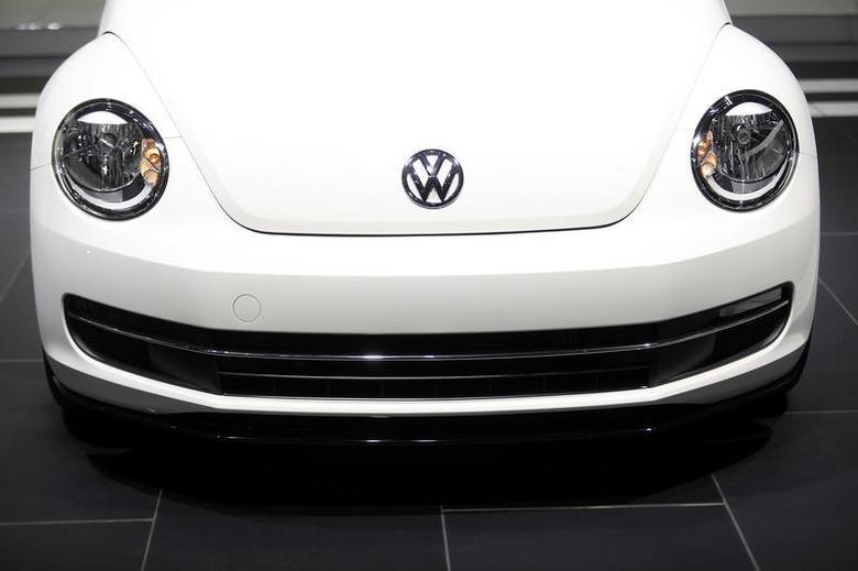 The Volkswagen logo is displayed on a 2014 Beetle TDI during the North American International Auto Show in Detroit, Michigan January 15, 2014 file photo. REUTERS/Joshua Lott