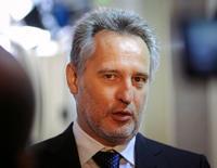 Украинский промышленник Дмитрий Фирташ в Киеве 18 мая 2010 года. Дмитрий Фирташ, задержанный в Австрии для возможной экстрадиции в США, заплатит 125 миллионов евро в качестве залога и, как пообещал австрийский суд, будет освобожден до конца вторника. REUTERS/Maks Levin