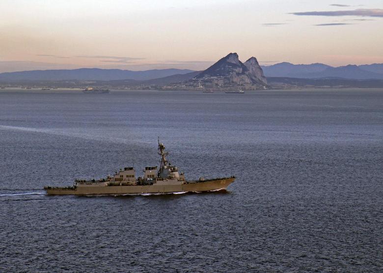 The U.S. Navy guided-missile destroyer USS Roosevelt transits the Strait of Gibraltar February 27, 2014. REUTERS/Lt. Juan David Guerra/US Navy/handout via Reuters