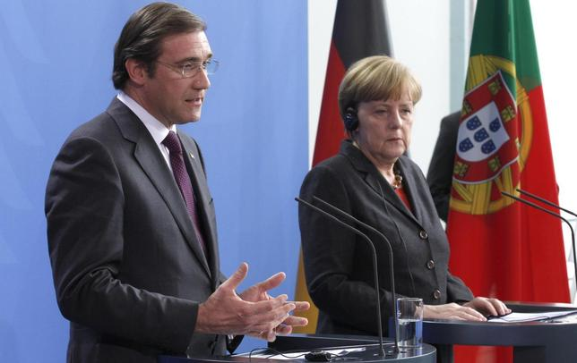 German Chancellor Angela Merkel and Portugal's Prime Minister Pedro Passos Coelho address the media after talks in Berlin March 18, 2014. REUTERS/Tobias Schwarz