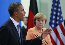 Президент США Барак Обама и канцлер Германии Ангела Меркель на пресс-конференции в Берлине 19 июня 2013 года. США осуждают российского президента Владимира Путина за попытку официально оформить аннексию украинского Крыма и, как сообщил Белый дом, не признают решение России. REUTERS/Thomas Peter