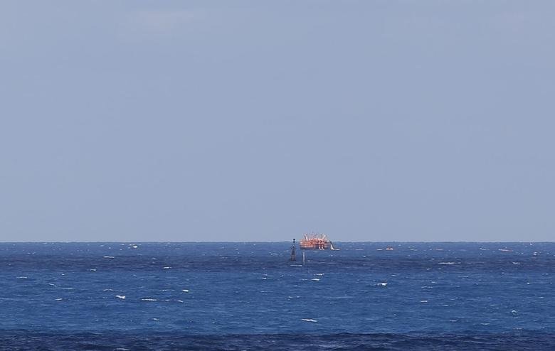 A ship supplying oil is seen in Ras Lanuf March 11, 2014. REUTERS/Esam Omran Al-Fetori