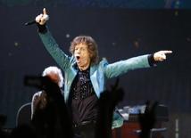 Mick Jagger, vocalista dos Rolling Stones, durante show na Cingapura, na sexta-feira. A lendária banda cancelou sua turnê na Austrália e na Nova Zelândia nesta terça-feira, depois que a namorada do vocalista foi encontrada morta na segunda-feira. 14/03/2014 REUTERS/Tim Chong/Files