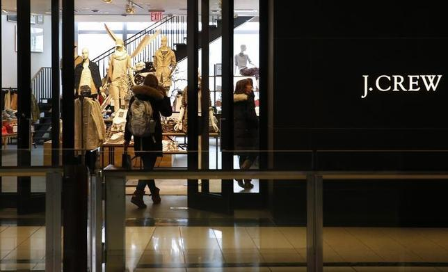 A customer walks into a clothing retailer J.Crew store in Manhattan, New York, March 3, 2014. REUTERS/Mike Segar