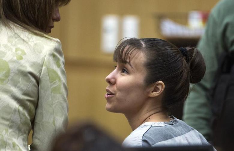 Jodi Arias talks with her defense attorney Jennifer Wilmott (L), during a hearing in Maricopa County Superior Court in Phoenix, Arizona, July 16, 2013. REUTERS/Mark Henle/The Arizona Republic/Pool
