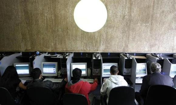 Customers use computers at an internet cafe in Sao Paulo March 3, 2011. REUTERS/Nacho Doce/Files