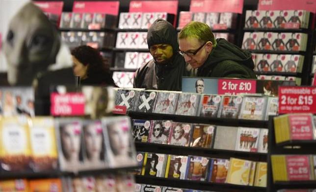 3月18日、国際レコード産業連盟は、2013年の世界の音楽売り上げが前年比3.9%減の150億ドル(約1兆5200億円)になったと明らかにした。日本での売り上げが大幅に減少したことが主因だという。ロンドンで昨年1月撮影(2014年 ロイター/Paul Hackett)