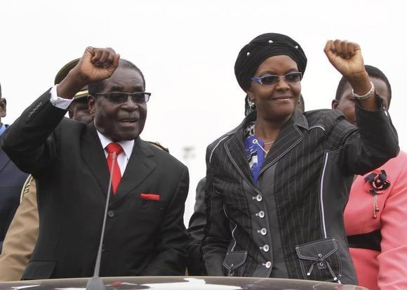 Zimbabwean President Robert Mugabe and his wife Grace wave to supporters and guests during celebrations to mark his 90th birthday in Marondera about 80km (50 miles) east of the capital Harare, February 23, 2014. REUTERS/Philimon Bulawayo