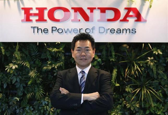 3月19日、ホンダは来年、自動車レースの最高峰F1に7年ぶりに復帰する。レースで勝つ技術を極めることで、環境性能をより高めた市販車を開発するためのノウハウ獲得を目指す。写真は、F1の責任者で本田技術研究所の新井康久・専務執行役員。都内で2月撮影(2014年 ロイター/Yuya Shino)