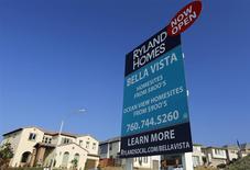 Ofertas de casas unifamiliares a la venta en San Marcos, California, oct 25, 2013. Las solicitudes de hipotecas inmobiliarias de Estados Unidos bajaron en la última semana debido a un descenso en las compras y los pedidos de refinanciamiento, dijo el miércoles un grupo de la industria. REUTERS/Mike Blake