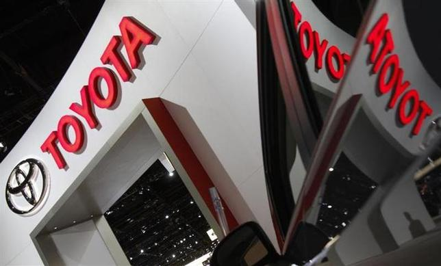 A Toyota logo is seen reflected in a Prius at the Chicago Auto Show February 10, 2010. REUTERS/John Gress/Files