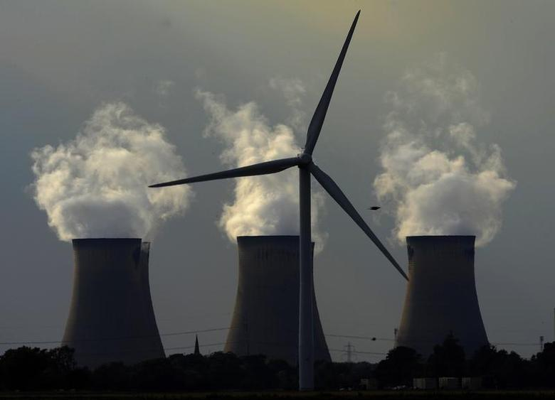The first phase of a new wind farm is seen next to Drax power station in Drax, northern England, September 2, 2010. REUTERS/Nigel Roddis