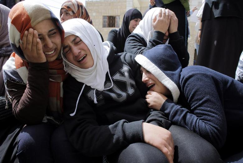 Relatives of Palestinian youth Youssef Shawamra mourn outside his house in the West Bank village of Deir al-Asal near Hebron March 19, 2014. REUTERS/Ammar Awad
