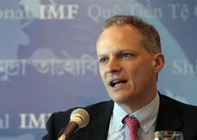 El director del Departamento del Hemisferio Occidental del FMI, Alejandro Werner, en una conferencia del grupo en Montevideo, mayo 6 2013. Las monedas latinoamericanas enfrentan un período de debilidad, en momentos en que se estanca el modelo de crecimiento basado en la exportación de materias primas, dijo el miércoles un funcionario del Fondo Monetario Internacional (FMI). REUTERS/Andres Stapff