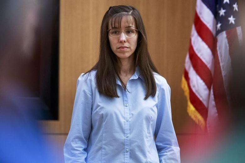 Defendant Jodi Arias testifies during her murder trial in Phoenix, Arizona February 20, 2013 for the June 4, 2008 death of Travis Alexander. REUTERS/Charlie Leight/The Arizona Republic/Pool