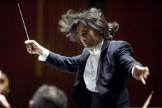 File photograph shows Kent Nagano, the Orchestre symphonique de Montreal 's music director designate, conducting at his debut at his first of four concerts in Montreal, March 30, 2005. REUTERS/Christinne Muschi/Files