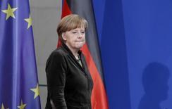 A chanceler alemã Angela Merkel chega para uma recepção em Berlim. Líderes da União Europeia pretendem demonstrar, numa cúpula que começa nesta quinta-feira, a disposição de intensificar as medidas punitivas à Rússia, incluindo sanções econômicas politicamente delicadas, por causa da anexação da Crimeia, disse Merkel ao Parlamento do seu país. 19/03/2014 REUTERS/Tobias Schwarz