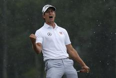 Adam Scott of Australia celebrates sinking a birdie putt on the 18th green during the final round in the 2013 Masters golf tournament at the Augusta National Golf Club in Augusta, Georgia, April 14, 2013. REUTERS/Phil Noble