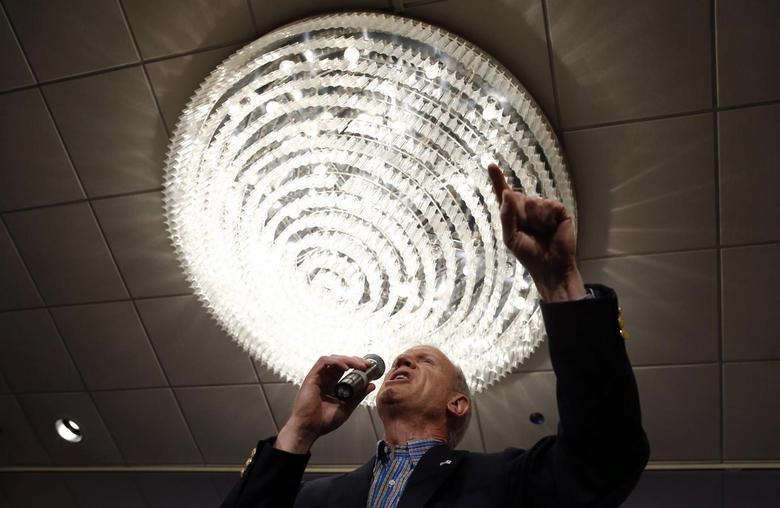 Republican candidate for Illinois Governor Bruce Rauner speaks to supporters after winning the nomination in the Illinois Primary in Chicago, March 18, 2014. REUTERS/Jim Young