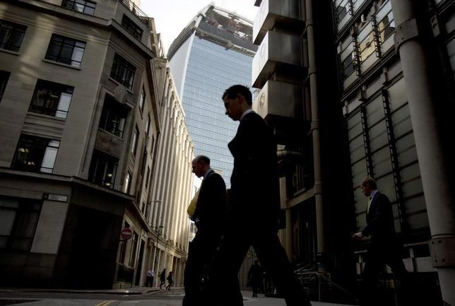 Workers walk through the City of London March 19, 2014. REUTERS/Neil Hall
