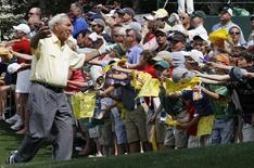 Golf great Arnold Palmer reacts to the fans during the Par 3 contest before the 2010 Masters golf tournament at the Augusta National Golf Club in Augusta, Georgia, April 7, 2010. REUTERS/Gary Hershorn