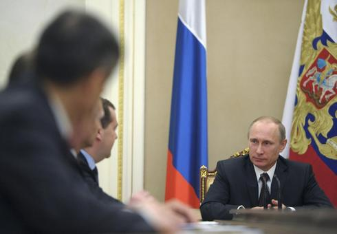 Putin looks to Asia as West threatens to isolate Russia
