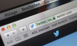 """El sitio web Twitter visto en la pantalla de un ordenador en Fráncfort, Alemania, oct 21 2013. La prohibición de Twitter en Turquía antes de unas elecciones locales desató malestar entre los usuarios por considerarlo un """"golpe digital"""", generó la condena internacional y una pelea entre el presidente y el primer ministro del país. REUTERS/Kai Pfaffenbach"""