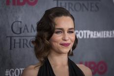 """Imagen de archivo de la actriz Emilia Clarke a su llegada al estreno de la cuarta temporada de la serie de televisión """"Game of Thrones"""" en Nueva York, mar 18 2014. Puede que la primavera esté ya en el aire en el Hemisferio Norte, pero los aficionados de la serie de televisión """"Game of Thrones"""" que acudieron en masa al Barclays Center de Nueva York sabían que en realidad se acerca el invierno. REUTERS/Lucas Jackson"""