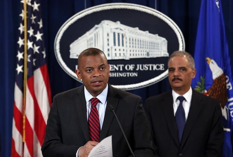 U.S. Transportation Secretary Anthony Foxx (L) and Attorney General Eric Holder hold a news conference at the Justice Department in Washington March 19, 2014. REUTERS/Yuri Gripas