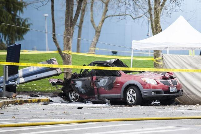 Wreckage is pictured where a television news helicopter crashed near the Space Needle in Seattle, Washington March 18, 2014. REUTERS/David Ryder