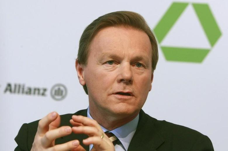 Herbert Walter, CEO of Dresdner Bank, gestures during the annual news conference in Frankfurt February 25, 2008 in this file picture. REUTERS/Alex Grimm