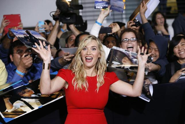 Cast member Kate Winslet poses with fans at the premiere of ''Divergent'' in Los Angeles, California, March 18, 2014. The movie opens in the U.S. on March 21. REUTERS/Mario Anzuoni