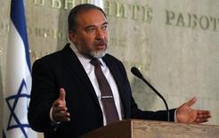 Глава израильского МИД на пресс-конференции в Софии 2 марта 2012 года. Израильские дипломаты начали беспрецедентную забастовку в воскресенье, требуя увеличения заработной платы, что привело к полному закрытию посольств по всему миру. REUTERS/Stoyan Nenov