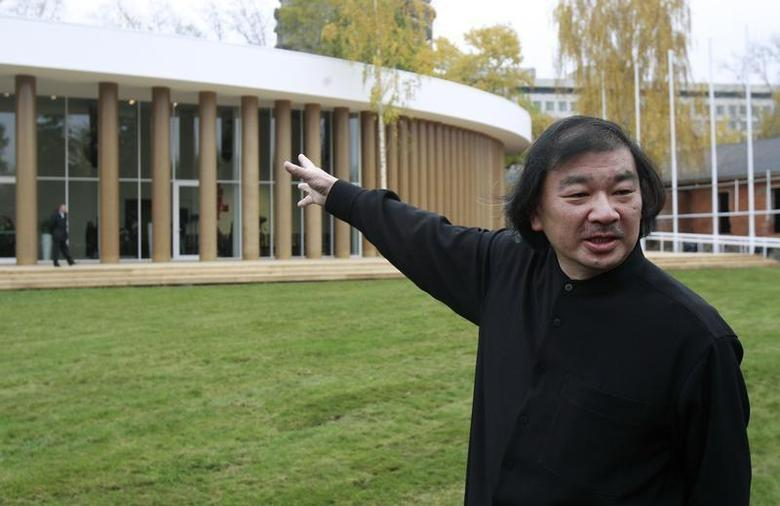 Japanese architect Shigeru Ban points the temporary pavilion he designed for Garage Center Of Contemporary Culture during an opening ceremony at Gorky Park in Moscow, October 19, 2012. REUTERS/Sergei Karpukhin