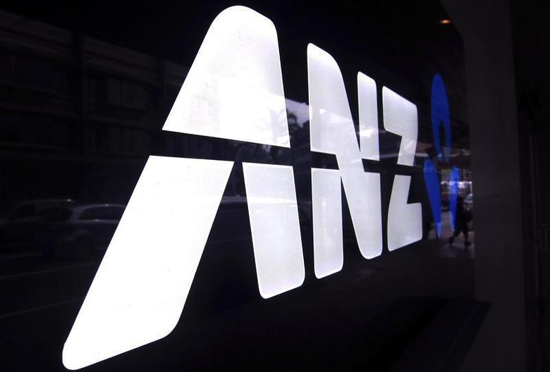 A man walks past a branch of the Australia and New Zealand Banking Group Ltd (ANZ) in Sydney October 29, 2013. REUTERS/David Gray