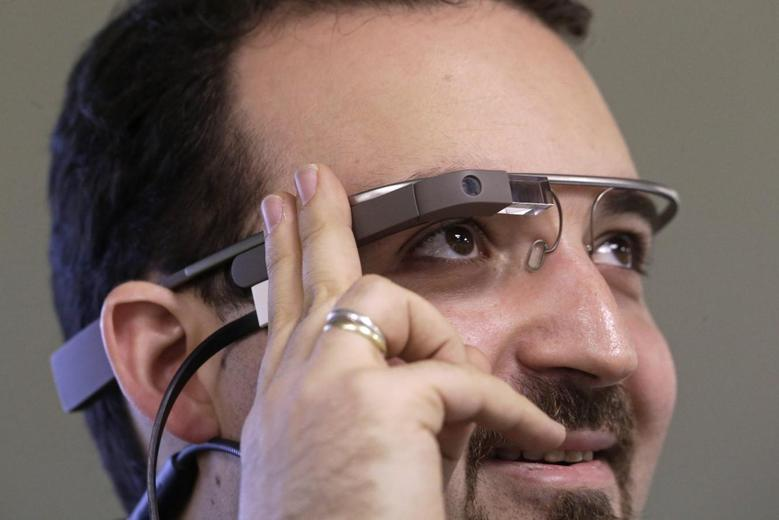 Developer Maximiliano Firtman wears the prototype device Google Glass before a news conference ahead of the 2013 RigaComm event in Riga November 4, 2013. REUTERS/Ints Kalnins