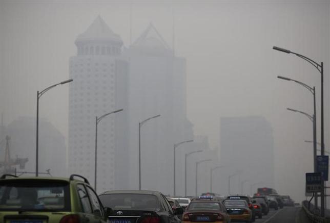 3月25日、WHOは、大気汚染が原因の死者が2012年には推計約700万人だったとする報告書を発表した。写真は2月、北京で撮影(2014年 ロイター/Kim Kyung-Hoon)